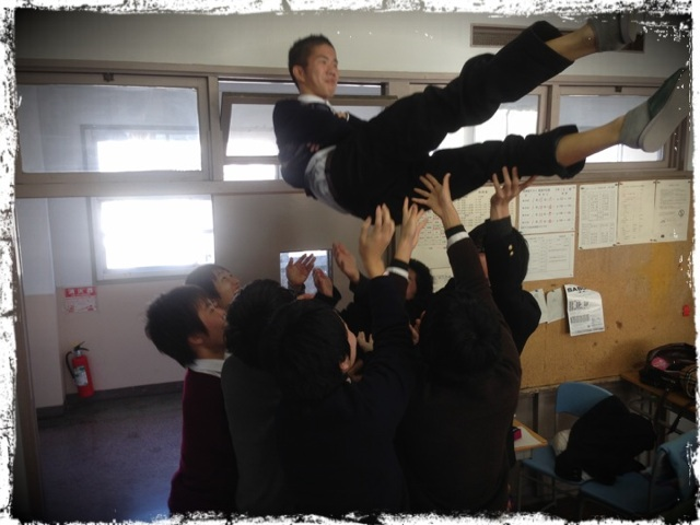 20121220 胴上げ.png